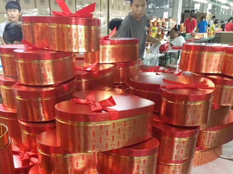 Large Size Heart Shape Cardboard Gift Box Making In Liyang Factory