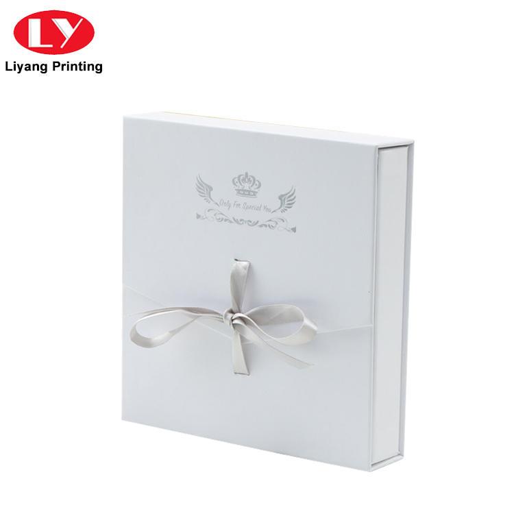 Custom White Cardboard Jewelry Ring Packaging Box with Velvet Foam Insert